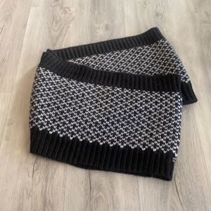 Lululemon knitted infinity scarf gray and black